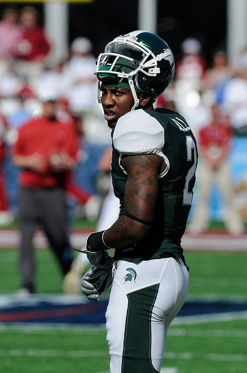January 1, 2011: Mark Dell of the Michigan State Spartans in action during the NCAA football game between MSU and the Alabama Crimson Tide at the 2011 Capital One Bowl in Orlando, Florida. Alabama defeated Michigan State 49-7.