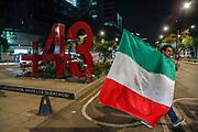 Hombre pasa cerca del anti monumento de los 43 estudiantes de Ayotzinapa, en el contexto de la elección de Andres Manuel López Obrador como presidente.
