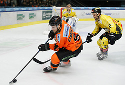 17.01.2020, Merkur Eisstadion, Graz, AUT, EBEL, Moser Medical Graz 99ers vs Vienna Capitals, 41. Runde, im Bild von links Matthew Garbowsky (Moser Medical Graz 99ers), Ryan Zapolski (Vienna Capitals) und Alex Wall (Vienna Capitals) // from l to r Matthew Garbowsky (Moser Medical Graz 99ers) Ryan Zapolski (Vienna Capitals) and Alex Wall (Vienna Capitals) during the Erste Bank Eishockey League 41th round match between Moser Medical Graz 99ers and Vienna Capitals at the Merkur Eisstadion in Graz, Austria on 2020/01/17. EXPA Pictures © 2020, PhotoCredit: EXPA/ Erwin Scheriau
