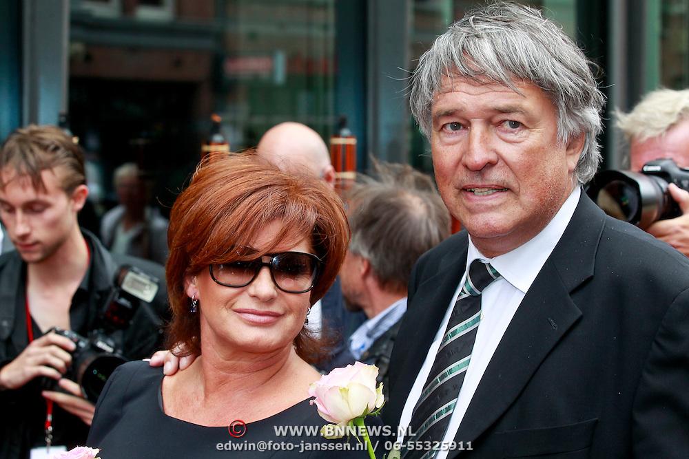 NLD/Amsterdam/20110722 - Afscheidsdienst voor John Kraaijkamp, Ron Brandsteder en partner Yvonne Baggen