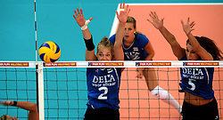 07-09-2013 VOLLEYBAL: EK VROUWEN DUITSLAND - NEDERLAND: HALLE<br /> Nederland verliest met 3-2 van Duitsland / Femke Stoltenborg, Robin de Kruijf<br /> ©2013-FotoHoogendoorn.nl
