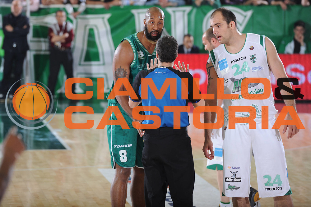DESCRIZIONE : Treviso Lega A 2010-11 Quarti di finale Play off Gara 1 Air Avellino Benetton Treviso <br /> GIOCATORE : Arbitro Skinner <br /> SQUADRA : Air Avellino Benetton Treviso<br /> EVENTO : Campionato Lega A 2010-2011<br /> GARA : Air Avellino Benetton Treviso<br /> DATA : 19/05/2011<br /> CATEGORIA : Delusione<br /> SPORT : Pallacanestro<br /> AUTORE : Agenzia Ciamillo-Castoria/GiulioCiamillo<br /> Galleria : Lega Basket A 2010-2011<br /> Fotonotizia : Treviso Lega A 2010-11 Quarti di finale Play off Gara 1 Air AvellinovBenetton Treviso<br /> Predefinita :