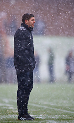 MANCHESTER, ENGLAND - Saturday, December 9, 2017: Liverpool's Under-18 manager Steven Gerrard on the touchline in the snow during an Under-18 FA Premier League match between Manchester United and Liverpool FC at the Cliff Training Ground. (Pic by David Rawcliffe/Propaganda)