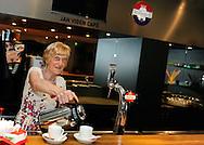 Koffiejuffrouw Willeke Peijen die door Co Adriaansen werd ontslagen