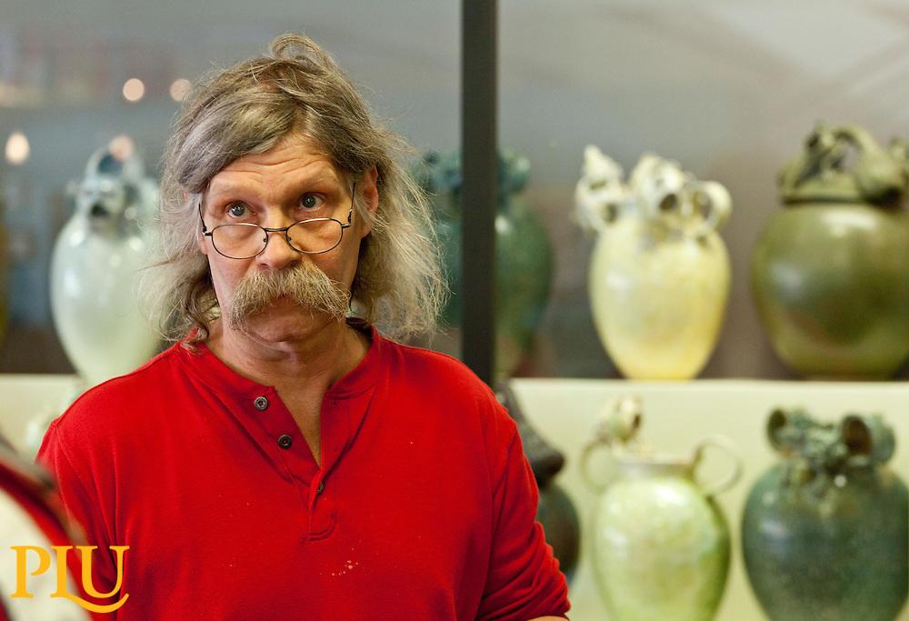 Steve Sobeck, with his frog sculptures behind, talks with Heather Cornelius.. (Photo/John Froschauer)