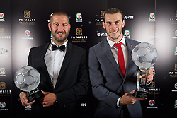 CARDIFF, WALES - Tuesday, November 8, 2016: Dafabet Welsh Premier League Clubman of the Year Award winner The New Saints' Phil Baker and FAW Player of the Year Award winner Gareth Bale with their trophies during the FAW Awards Dinner at the Vale Resort. (Pic by David Rawcliffe/Propaganda)