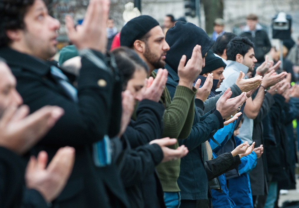 LONDON, ENGLAND - FEBRUARY 07:  Shiite Muslim devotees pray at Marble Arch ahead of the 29th Arbaeen Procession on February 7, 2010 in London, England. Arbaeen occurs 40 days after the day of Ashura, the commemoration of the martyrdom of Imam Husain in Karbala  (Photo by Marco Secchi/Getty Images)