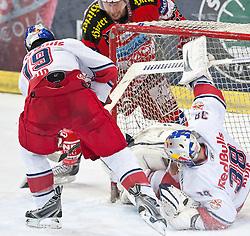03.04.2011, Volksgarten Arena, Salzburg, AUT, EBEL, FINALE, EC RED BULL SALZBURG vs EC KAC, im Bild Michael Siklenka, (EC KAC, #23), Ramzi Abid, (EC RED BULL SALZBURG, #19), Reinhard Divis, (EC RED BULL SALZBURG, #38) // during the EBEL Eishockey Final, EC RED BULL SALZBURG vs EC KAC at the Volksgarten Arena, Salzburg, 04/03/2011, EXPA Pictures © 2011, PhotoCredit: EXPA/ J. Feichter