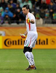 Football - soccer: FIFA World Cup South Africa 2010, Italy (ITA) - Paraguay (PRY), IL PORTIERE DELL' ITALIA GIANLUIGI BUFFON FA IL GESTO DEL POLLICE ALTO