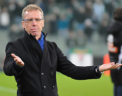 15.10.2011, Gerhard Hanappi Stadion, Wien, AUT, 1. FBL, SK Rapid Wien vs SC Wiener Neustadt, im Bild Peter Stöger, (SC Magna Wiener Neustadt, Head Coach) // during the Austrian Bundesliga Match SK Rapid Wien versus SC Wiener Neustadt, Gerhard Hanappi Stadion, Vienna, 2011-10-15, EXPA Pictures © 2011, PhotoCredit: EXPA/ M. Gruber
