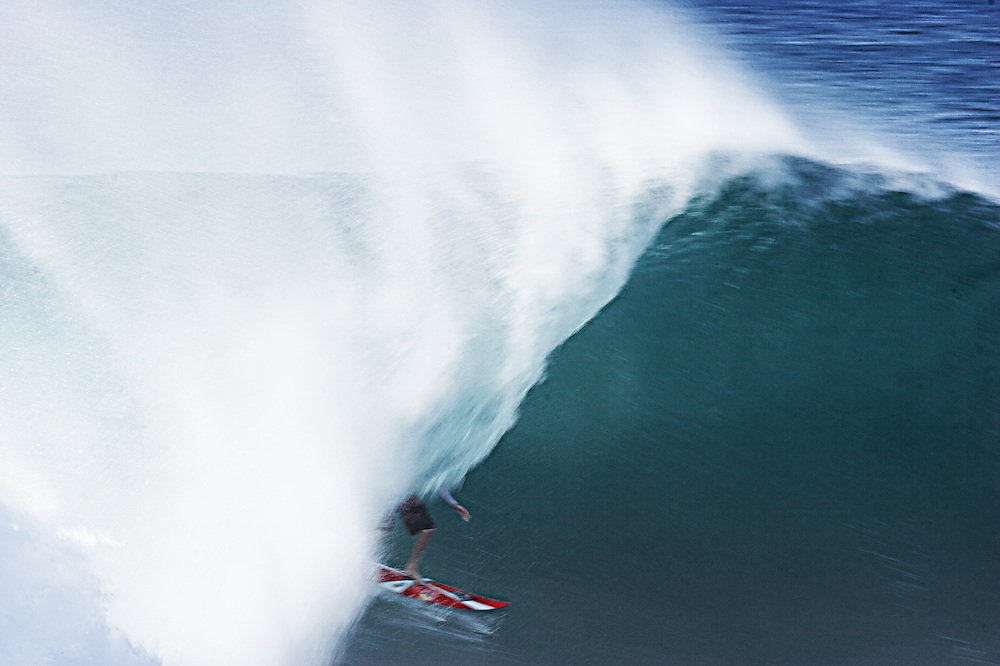 surfing Hawaii pipe-line