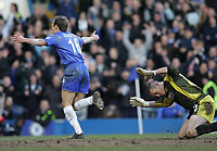 Photo: Lee Earle.<br /> Chelsea v Portsmouth. The Barclays Premiership. 25/02/2006. Chelsea's Arjen Robbem (L) turns away to celebrates as Pompey keeper Dean Kiely looks frustrated.