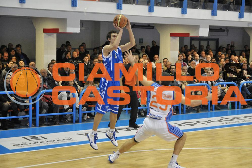 DESCRIZIONE : Brindisi  Lega A 2010-11 Enel Brindisi Dinamo Sassari<br /> GIOCATORE : Giacomo Devecchi<br /> SQUADRA : Dinamo Sassari<br /> EVENTO : Campionato Lega A 2010-2011<br /> GARA : Enel Brindisi Dinamo Sassari<br /> DATA : 20/03/2011<br /> CATEGORIA : tiro   <br /> SPORT : Pallacanestro<br /> AUTORE : Agenzia Ciamillo-Castoria/D.Tasco<br /> Galleria : Lega Basket A 2010-2011<br /> Fotonotizia : Brindisi Lega A 2010-11 Enel Brindisi Dinamo Sassari<br /> Predefinita :