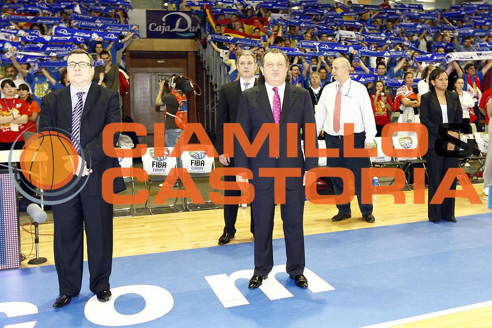 DESCRIZIONE : Salamanca Euroleague Women Final Four 2009 Final Spartak Moscow Region Vidnoje Halcon Avenida<br /> GIOCATORE : Shabtai Steve Costalas Laszlo Ratgeber<br /> SQUADRA : Spartak Moscow Region Vidnoje Halcon Avenida<br /> EVENTO : EuroLeague Euroleague Women Final Four2009<br /> GARA : Spartak Moscow Region Vidnoje Halcon Avenida<br /> DATA : 05/04/2009 <br /> CATEGORIA : before<br /> SPORT : Pallacanestro <br /> AUTORE : Agenzia Ciamillo-Castoria/E.Castoria<br /> Galleria : EuroCup-EuroChallenge 2009<br /> Fotonotizia : Salamanca Euroleague Women Final Four 2009  Final Spartak Moscow Region Vidnoje Halcon Avenida<br /> Predefinita :