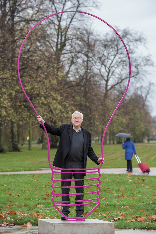 Michael Craig-Martin<br /> Transience<br /> Serpentine Gallery, Kensington Gardens, London. The show includes a  3 metre-tall sculpture entitled Lightbulb (magenta). Based on Craig-Martin's characteristic line drawings of ordinary objects, this bright pink form was commissioned on the occasion of the exhibition. The show also features new wallpaper that has been conceived in response to the gallery spaces.