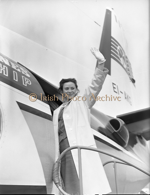 """Gate Troupe leave For Paris.<br /> 1959.<br /> 17.05.1959.<br /> 05.19.1959.<br /> 17th May 1959.<br /> The cast of the successful stage production of """"Joan of Arc"""" left Dublin today to take the play onto the stage in Paris.The cast included Michael Mac Liamoir and Siobhan Mc Kenna.<br /> Ms McKenna waves adieu from the steps of the aircraft."""