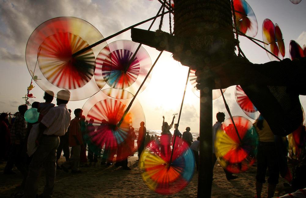 A scene at the Juhu beach in Mumbai. Photographer:Prashanth Vishwanathan