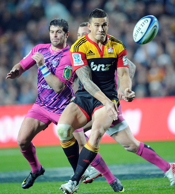 Chiefs Sonny Bill Williams feeds the ball against the Bulls in the Super 15 Rugby match, Waikato Stadium, Hamilton, New Zealand, Friday, May 25, 2012. Credit:SNPA / Ross Setford