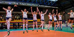 02-04-2017 NED:  CEV U18 Europees Kampioenschap vrouwen dag 2, Arnhem<br /> Nederland - Rusland 3-0 / Vreugde bij Nederland