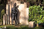 Europa, Deutschland, Koeln, Grabmal eines ehemaligen Karnevalisten auf dem Melatenfriedhof. <br /><br />Europe, Germany, Cologne, tomb of a former carnival reveler at the Melaten cemetery.
