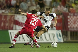 MONACO, FRANCE - Friday, August 24, 2001: Liverpool's Steven Gerrard and Bayern Munich's Owen Hargreaves battle for the ball during the UEFA Super Cup Final at the Stade Louis II. (Pic by David Rawcliffe/Propaganda)