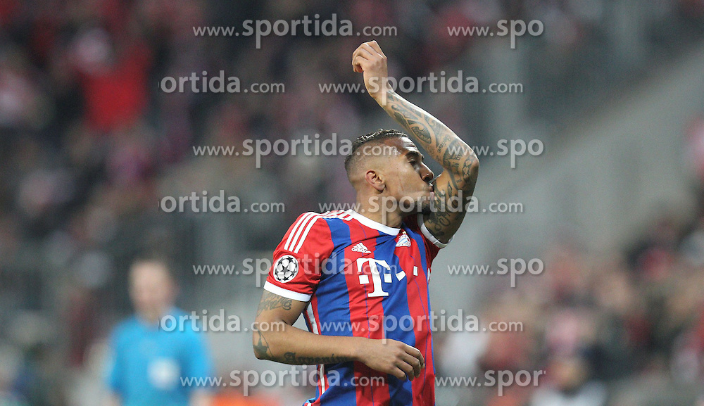 11.03.2015, Allianz Arena, Muenchen, GER, UEFA CL, FC Bayern Muenchen vs Schachtjor Donezk, Achtelfinal, R&uuml;ckspiel, im Bild Torjubel Jerome Boateng #17 (FC Bayern Muenchen) kuesst sein Tattoo // during the UEFA Champions League Round of 16, 2nd Leg match between FC Bayern Munich and Shakhtar Donezk at the Allianz Arena in Muenchen, Germany on 2015/03/11. EXPA Pictures &copy; 2015, PhotoCredit: EXPA/ Eibner-Pressefoto/ Kolbert<br /> <br /> *****ATTENTION - OUT of GER*****