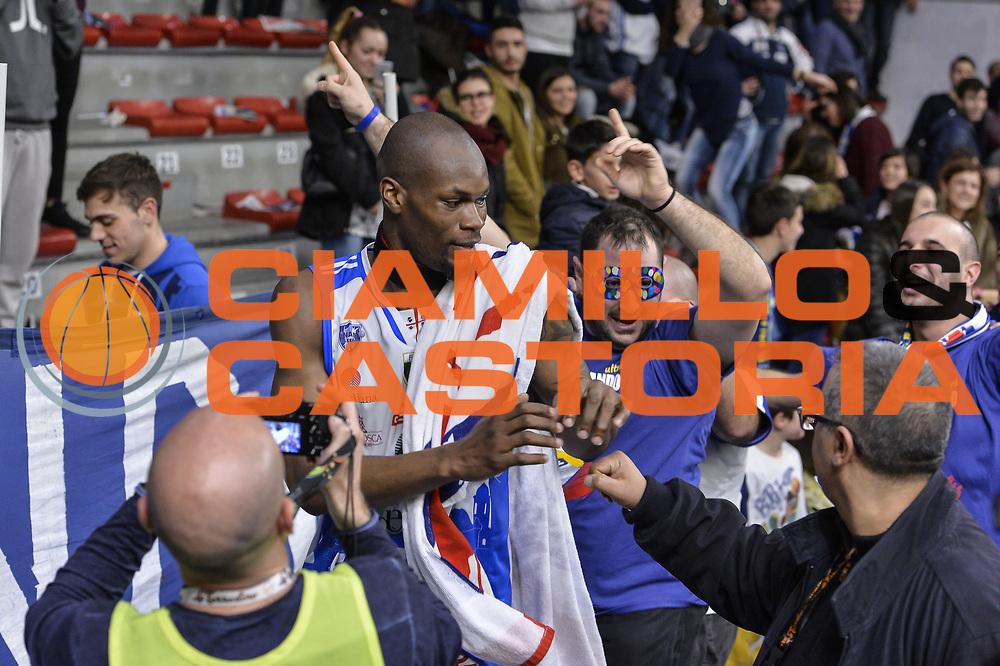 DESCRIZIONE : Beko Legabasket Serie A 2015- 2016 Dinamo Banco di Sardegna Sassari - Openjobmetis Varese<br /> GIOCATORE : Brenton Petway Commando Ultra' Dinamo<br /> CATEGORIA : Ritratto Esultanza Postgame Ultras Tifosi Spettatori Pubblico Curiosit&agrave;<br /> SQUADRA : Dinamo Banco di Sardegna Sassari<br /> EVENTO : Beko Legabasket Serie A 2015-2016<br /> GARA : Dinamo Banco di Sardegna Sassari - Openjobmetis Varese<br /> DATA : 07/02/2016<br /> SPORT : Pallacanestro <br /> AUTORE : Agenzia Ciamillo-Castoria/L.Canu