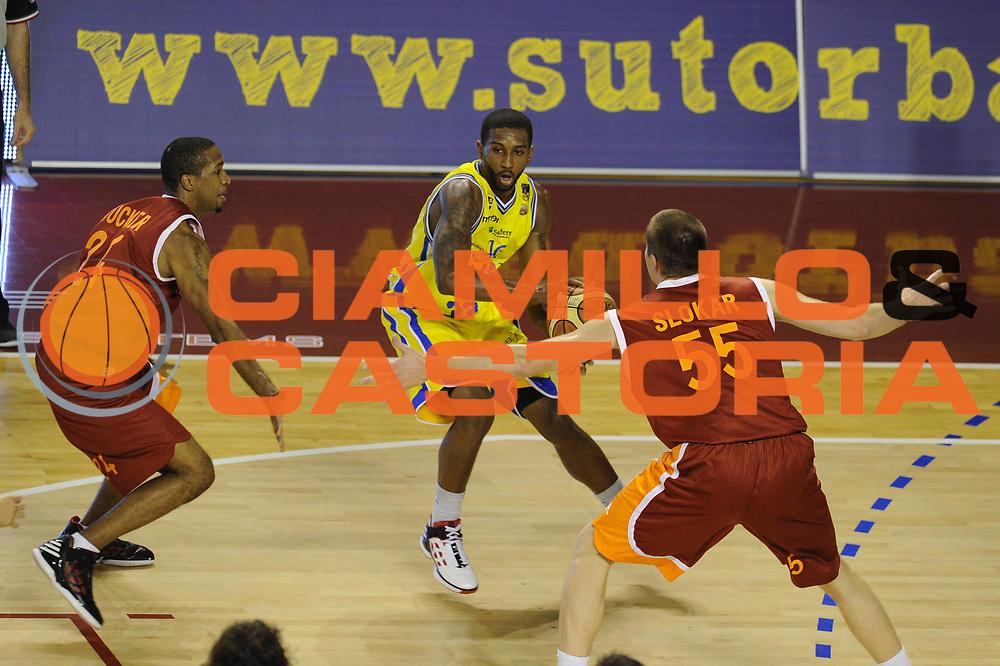 DESCRIZIONE : Ancona Lega A 2011-12 Fabi Shoes Montegranaro Virtus Roma<br /> GIOCATORE : Jerel Mc Neal<br /> CATEGORIA : palleggio<br /> SQUADRA : Fabi Shoes Montegranaro<br /> EVENTO : Campionato Lega A 2011-2012<br /> GARA : Fabi Shoes Montegranaro Virtus Roma<br /> DATA : 23/10/2011<br /> SPORT : Pallacanestro<br /> AUTORE : Agenzia Ciamillo-Castoria/GiulioCiamillo<br /> Galleria : Lega Basket A 2011-2012<br /> Fotonotizia : Ancona Lega A 2011-12 Fabi Shoes Montegranaro Virtus Roma<br /> Predefinita :