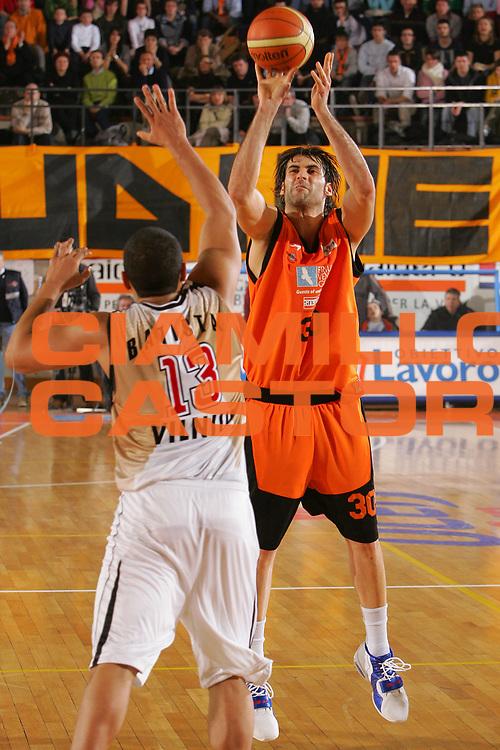 DESCRIZIONE : Udine Uleb Cup 2006-07 Snaidero Udine Lietuvos Rytas Vilnius <br /> GIOCATORE : Di Giuliomaria <br /> SQUADRA : Snaidero Udine <br /> EVENTO : Uleb 2006-2007 <br /> GARA : Snaidero Udine Lietuvos Rytas <br /> DATA : 30/01/2007 <br /> CATEGORIA : Tiro <br /> SPORT : Pallacanestro <br /> AUTORE : Agenzia Ciamillo-Castoria/S.Silvestri <br /> Galleria : Uleb Cup 2006-2007 <br /> Fotonotizia : Udine Uleb Cup 2006-2007 Snaidero Udine Lietuvos Rytas Vilnius <br /> Predefinita :