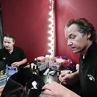 Nederland, Haarlem , 30 december 2009..Thomas Antonius Cornelis Ancion (Wassenaar, 3 maart 1957) is een Nederlands acteur en fotograaf die bekend is geworden onder het pseudoniem Thom Hoffman..Op de foto zien we Thom Hoffman als Billy Flynn in de kleedkamer en op de set van de musical Chicago..Foto:Jean-Pierre Jans