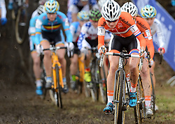 01-02-2014 WIELRENNEN: UCI CYCLO-CROSS WORLD CHAMPIONSHIPS: HOOGERHEIDE <br /> Bij het WK in Hoogerheide pakte de 26-jarige Vos voor de zesde keer op rij de wereldtitel. Achter haar Sabrina Stultiens<br /> ©2014-FotoHoogendoorn.nl