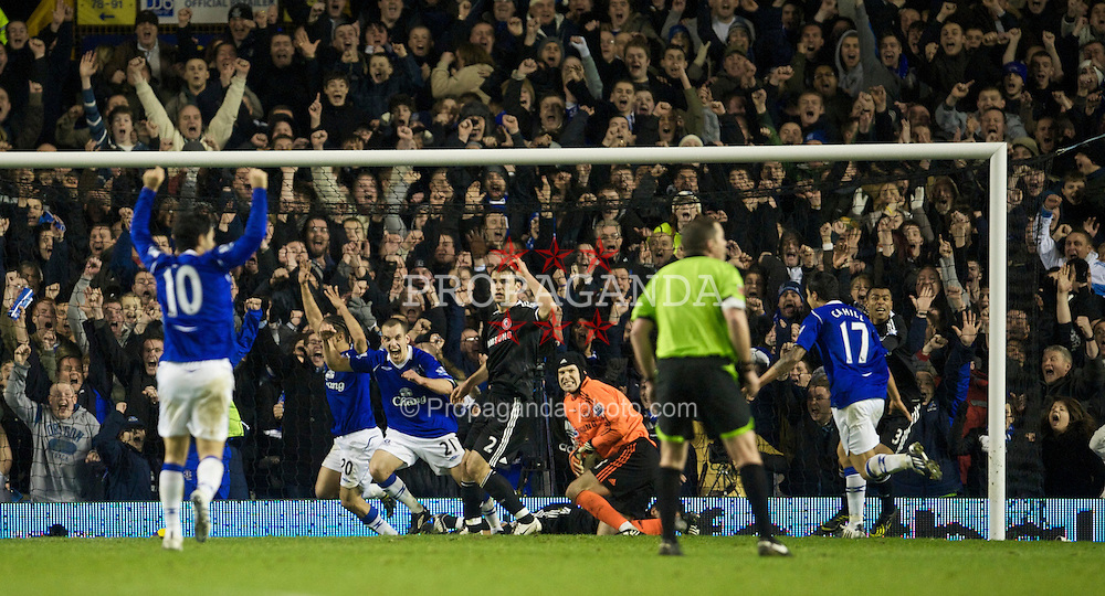LIVERPOOL, ENGLAND - Monday, December 22, 2008: Everton's Steven Pienaar celebrates scoring a goal against Chelsea, but it is dissallowed during the Premiership match at Goodison Park. (Photo by David Rawcliffe/Propaganda)