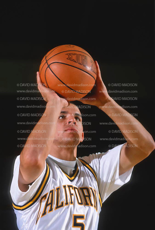 BERKELEY, CA -  NOVEMBER 1992:  College freshman Jason Kidd of the California Golden Bears practices free throws in November 1992 at the University of California in Berkeley, California. (Photo by David Madison/Getty Images) *** Local Caption *** Jason Kidd
