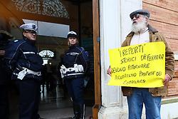 PROTESTE CONTRO IL MINISTRO DARIO FRANCESCHINI<br /> CONVEGNO COMACCHIO CANTIERI DI CULTURA