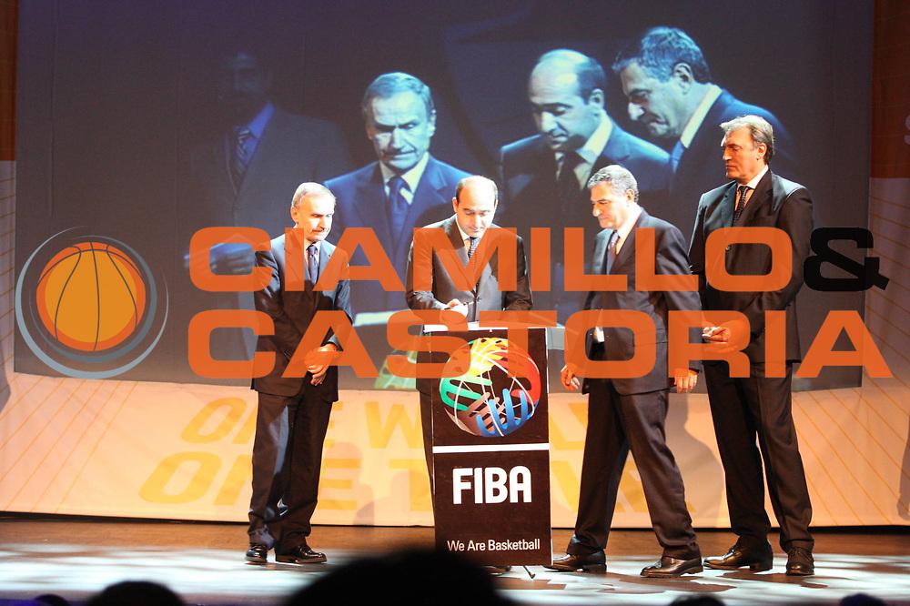 DESCRIZIONE : Ginevra Geneve Conferenza stampa Italia Mondiali 2014 FIBA presentazione candidatura bidding country Alhambra Theatre <br /> GIOCATORE : Dino Meneghin Rocco Crimi Gianni Petrucci Massimo Cilli<br /> SQUADRA : <br /> EVENTO : Presentazione candidatura Italia Mondiali 2014<br /> GARA : <br /> DATA : 05/12/2008 <br /> CATEGORIA : Ritratto<br /> SPORT : Pallacanestro <br /> AUTORE : Agenzia Ciamillo-Castoria/G.Ciamillo<br /> Galleria : Fip Nazionali 2008<br /> Fotonotizia : Ginevra Geneve Conferenza stampa Italia Mondiali 2014 FIBA presentazione candidatura bidding country Alhambra Theatre <br /> Predefinita :