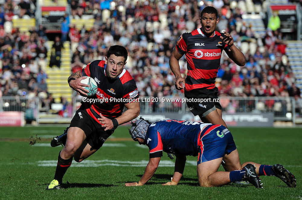 Rob Thompson of Canterbury eludes Jesse MacDonald of Tasman during the Mitre 10 Cup Rugby Match, Canterbury V Tasman, AMI Stadium, Christchurch, New Zealand. 28th August 2016. Copyright Photo: John Davidson / www.photosport.nz