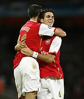 Fotball<br /> 19.09.2007<br /> Foto: Witters/Digitalsport<br /> NORWAY ONLY<br /> <br /> Jubel 1:0 v.l. Robin van Persie, Torschuetze Cesc Fabregas (Arsenal)<br /> <br /> Champions League FC Arsenal London - FC Sevilla