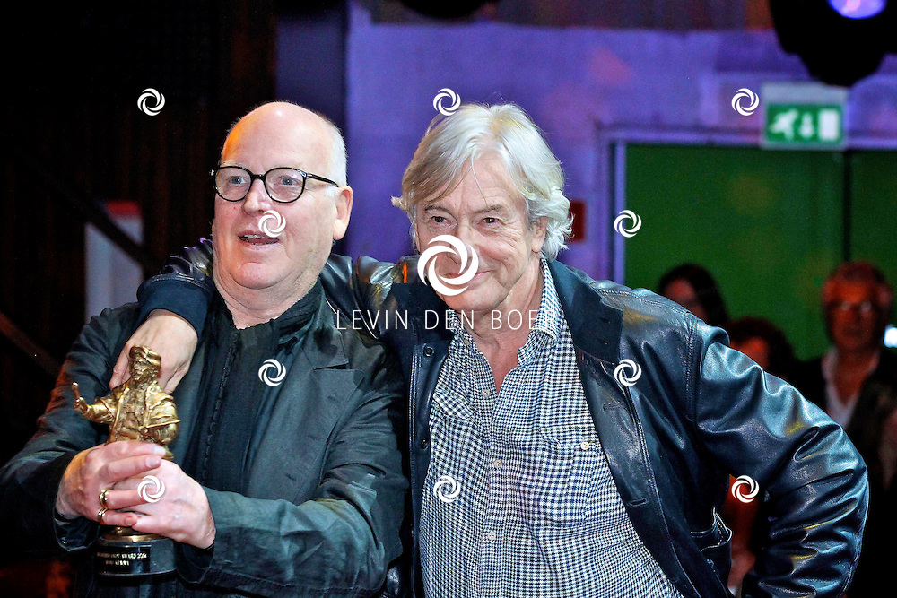 AMSTERDAM - In discotheek De Escape op het Rembrandtplein zijn weer de Rembrandt Awards 2012 uitgereikt.  Met op de foto Casting director Hans Kemna met de Ere Rembrandt Award en Paul Verhoeven. FOTO LEVIN DEN BOER - PERSFOTO.NU