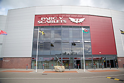 LLANELLI, WALES - Wednesday, August 28, 2013: The Wales flag flies outside Parc y Scarlets. (Pic by David Rawcliffe/Propaganda)