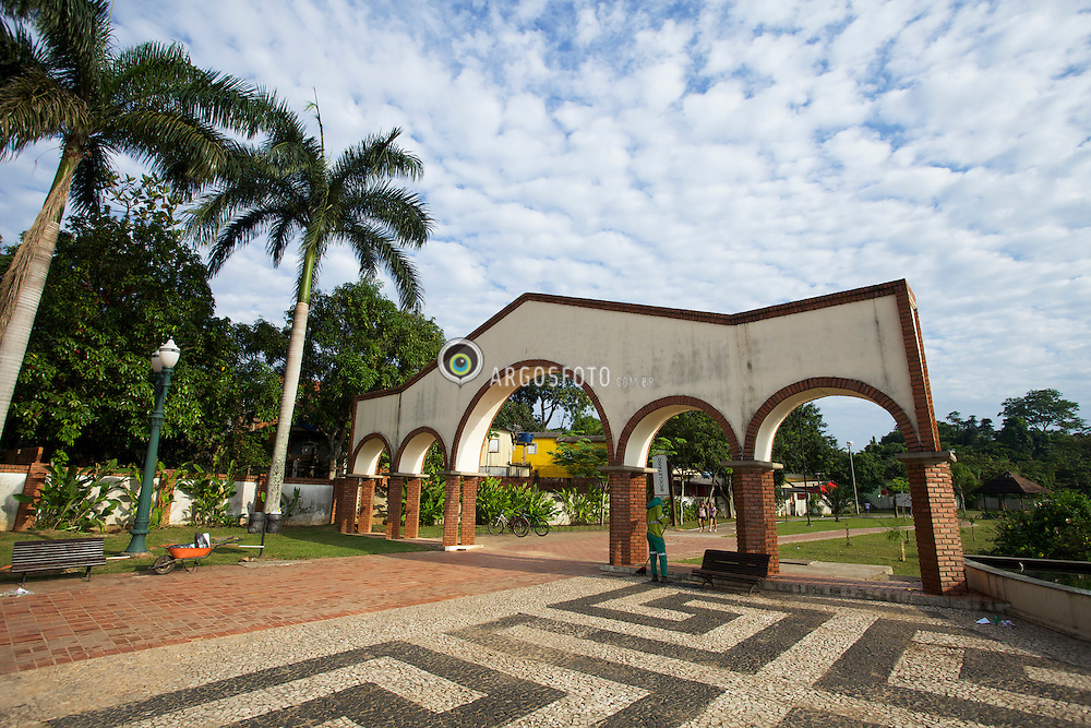 Parque da Maternidade em Rio Branco./Park Maternity.Opened on September 28 of 2002, it is the work of higher expression in the city of Rio Branco. With an extension of 6,000 m, it cuts into much of the city. It has sports facilities, kiosks, restaurants, biking trails, and skate parks. A place for the practice of sports.
