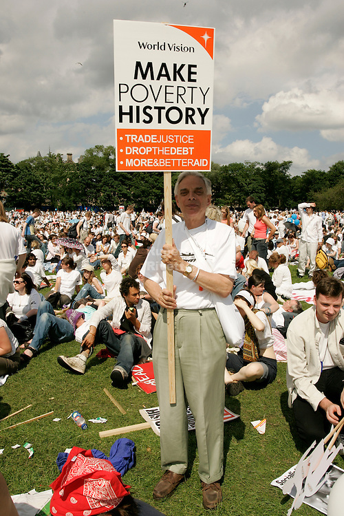 world vision make poverty history ---- in the meadows park The biggest ever anti-poverty movement came together under the banner of MAKEPOVERTYHISTORY in 2005 calling for urgent action for more and better aid, debt cancellation and trade justice.<br />