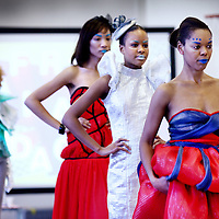 Nederland, Amsterdam , 17 november 2012..Afrikaanse modeshow in het Barlaeus gymnasium tijdens de Afrikadag..Foto:Jean-Pierre Jans