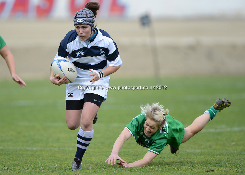 Auckland's Jade le Pesq leaves Wairakau Greig behind during the Women's Provincial Championship Rugby, Auckland Storm v Manawatu at Western Springs, Auckland on Saturday 22 September 2012. Photo: Andrew Cornaga / photosport.co.nz