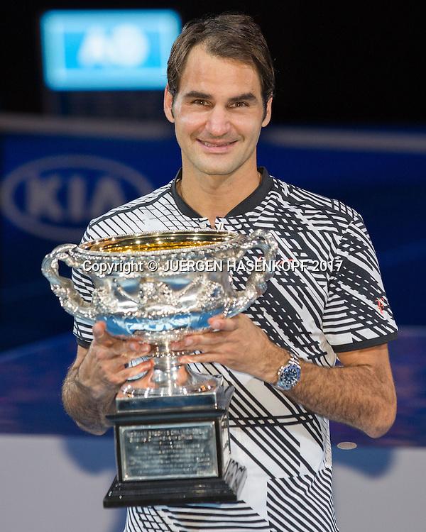 ROGER FEDERER (SUI) mit Pokal,Herren Finale<br /> <br /> Australian Open 2017 -  Melbourne  Park - Melbourne - Victoria - Australia  - 29/01/2017.