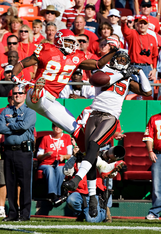 KANSAS CITY, MO - NOVEMBER 2:  Dwayne Bowe #82 of the Kansas City Chiefs and Aqib Talib #25 of the Tampa Bay Buccaneers go up for a pass at Arrowhead Stadium on November 2, 2008 in Kansas City, Missouri.  The Bucaneers defeated the Chiefs 30-27 in overtime.  (Photo by Wesley Hitt/Getty Images) *** Local Caption *** Dwayne Bowe; Aqib Talib