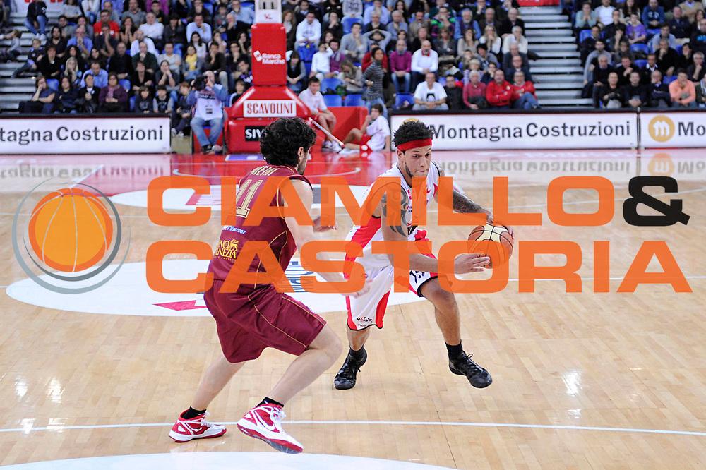 DESCRIZIONE : Pesaro Lega A 2011-12 Scavolini Siviglia Pesaro Umana Venezia<br /> GIOCATORE : Daniel Hackett<br /> CATEGORIA : palleggio delusione<br /> SQUADRA : Scavolini Siviglia Pesaro<br /> EVENTO : Campionato Lega A 2011-2012<br /> GARA : Scavolini Siviglia Pesaro Umana Venezia<br /> DATA : 06/11/2011<br /> SPORT : Pallacanestro<br /> AUTORE : Agenzia Ciamillo-Castoria/C.De Massis<br /> Galleria : Lega Basket A 2011-2012<br /> Fotonotizia : Pesaro Lega A 2011-12 Scavolini Siviglia Pesaro Umana Venezia<br /> Predefinita :