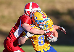 06.06.2014, Stadion Ravelinstrasse, Wien, AUT, American Football Europameisterschaft 2014, Spiel um Platz 5, Daenemark (DEN) vs Schweden (SWE), im Bild Thomas Asbjorn  Thomsen, (Team Denmark, DB, #45) und  Sebastian Albinsson, (Team Sweden, WR, #81) // during the American Football European Championship 2014 game for place 5 between Denmark and Sweden at the UPC Arena, Graz, Austria on 2014/06/06. EXPA Pictures © 2014, PhotoCredit: EXPA/ Thomas Haumer