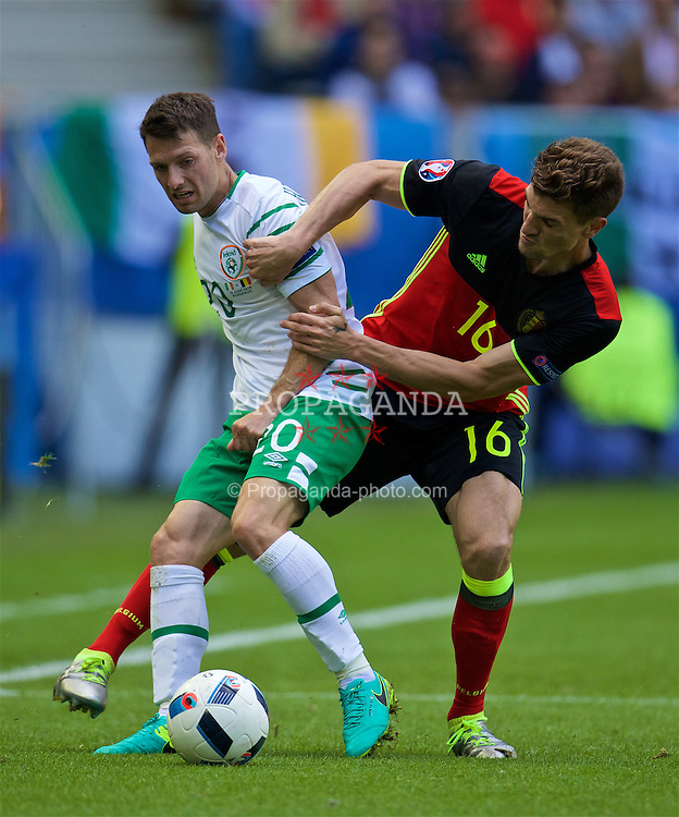 BORDEAUX, FRANCE - Saturday, June 18, 2016: Belgium's Thomas Meunier in action against Republic of Ireland's Wes Hoolahan during the UEFA Euro 2016 Championship Group E match at Stade de Bordeaux. (Pic by Paul Greenwood/Propaganda)