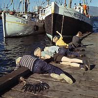 Str&aacute;kar vei&eth;a &iacute; Reykjav&iacute;kurh&ouml;fn, 1966<br /> <br /> Boys angling at Reykjav&iacute;k Harbour, 1966