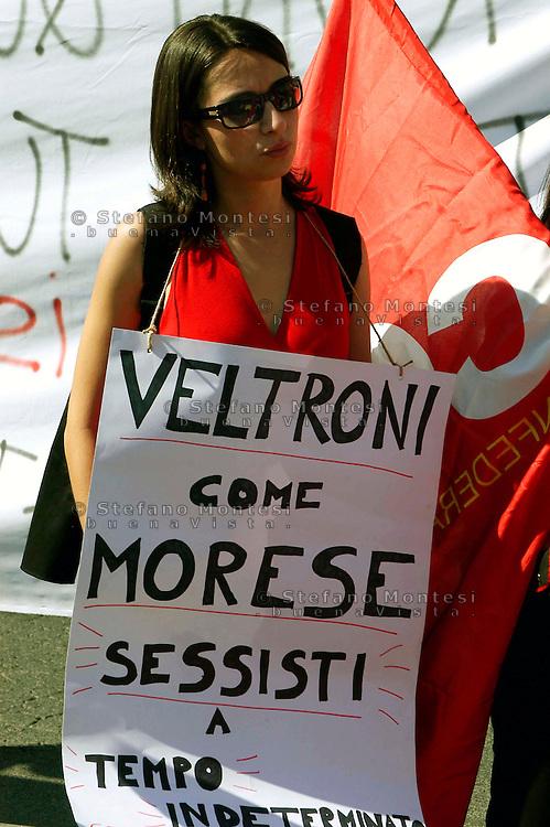 Roma   5 Giugno  2007.Protesta delle hostess plurilingue della linea turistica Trambus 110 open per il loro stato di lavoratrici precarie.